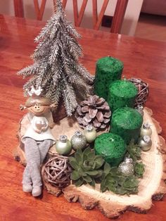 New Collection Of Easy Christmas Decorations Sumcoco Christmas Wood, Primitive Christmas, Homemade Christmas, Simple Christmas, Christmas Time, Christmas Wreaths, Christmas Crafts, Christmas Ornaments, Merry Christmas