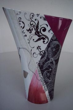 Мы нашли новые пины для вашей доски «карти - ptica2009@meta.ua China Painting, Ceramic Painting, Ceramic Art, Pottery Vase, Ceramic Pottery, Painted Vases, Hand Painted, Vase Rouge, Painted Coffee Mugs