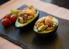 Avokádó garnéla-salátával recept foto Ketchup, Zucchini, Avocado, Fruit, Vegetables, Food, Diet, Cilantro, Lawyer