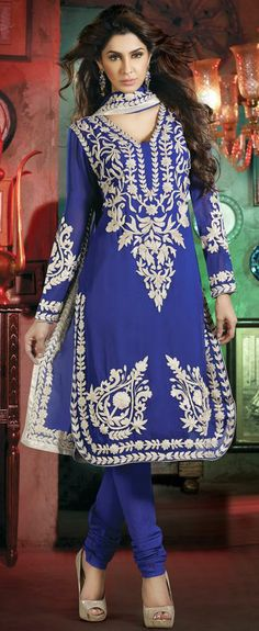 Indian women are so pretty . Ethnic Outfits, Indian Outfits, Fashion Outfits, Churidar, Anarkali, Salwar Kameez, Punjabi Dress, Punjabi Suits, Desi Clothes