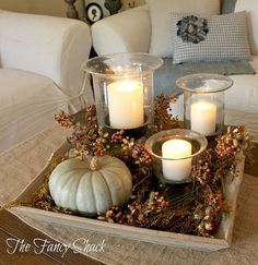 ☆☆☆ Thanksgiving Decorating Ideas ~ Centrotavola autunnale con zucche, rami, bacche e candele
