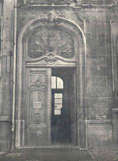 Entrée de l'Ecole Supérieure de Journalisme, dans les anciens bâtiments du boulevard Vauban.  (Premier numéro du journal ESJ de janvier 1968)