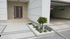 Minimalistyczny ogród w Warszawie • Zielono Mi Garage Doors, Garden Modern, Outdoor Decor, Google, Home Decor, Decoration Home, Room Decor, Modern Gardens, Home Interior Design