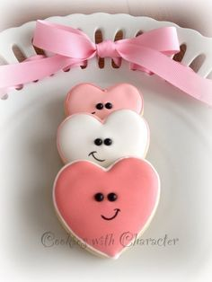 Find best ideas / inspiration for Valentine's day cookies. Get the best Heart shaped Sugar cookies for Valentine's day & royal icing decorating ideas here. Fancy Cookies, Iced Cookies, Cute Cookies, Royal Icing Cookies, Cookies Et Biscuits, Cupcake Cookies, Fondant Cupcakes, Boys Cupcakes, Thank You Cookies