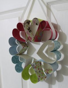 Valentine Heart Wreath. Another perfect and oh so easy valentines craft.