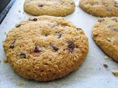 These cookies are wholesome and delicious and contain no refined flour or sugar. Make a batch to keep in the pantry to snack on during those days when you are feeling peckish or pack in the kids lu…