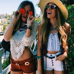 Summer, summer summer! I'm sure we all are needing some fashion inspo for the upcoming season! Dresses, shorts, crop tops, all you need for that gorgeous outfit! Check out these 14 outfits perfect for summer!