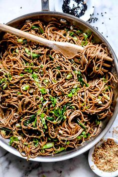 soba noodle salad with chicken and sesame Buckwheat Soba Noodle Recipe, Soba Noodle Recipe Healthy, Soba Recipe, Buckwheat Recipes, Vegan Recipes Easy, Veggie Recipes, Asian Recipes, Appetizer Recipes, Noodle Recipes
