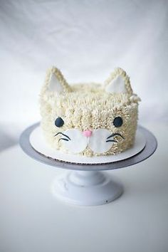 Kitty cake with ears - face on side of cake