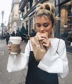 Imagem de girl, starbucks, and food