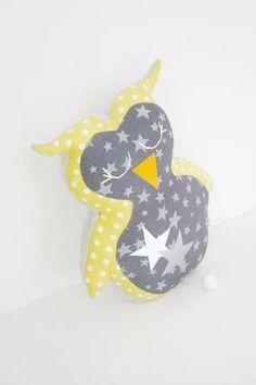 Découvrez Chouette musicale tons jaune gris argenté à motifs graphiques étoiles et pois  sur alittleMarket