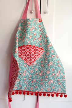 Aesthetic Nest: Sewing: Child's Reversible Fat Quarter Apron (Tutorial and Pattern)