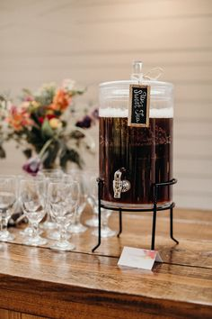 Make everyone feel at home with sweet and unsweet tea set out for your guests #cedarwoodweddings 05.05.18 :: Jen + Zach | Cedarwood Weddings