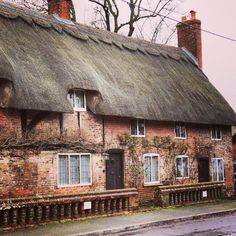 Thatched cottage in Chawton, Hampshire (also home to Jane Austen's home). England Follow us on Instagram for more pictures of Britain! Http://Instagram.com/Anglotopia