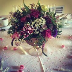 Table centres pieces Table Centers, Table Centerpieces, Christmas Wreaths, Floral Wreath, Barn, Holiday Decor, Flowers, Home Decor, Centerpieces