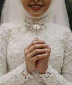 Couple Photoshoot Poses, Pre Wedding Photoshoot, Wedding Ring Photography, Photography Ideas, Cocktail Wedding Reception, Wedding Day Makeup, Bride Makeup, Make Up Inspiration, Muslim Wedding Dresses