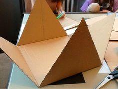 pyramide carton pouvant servir de support pour lapbook sur l'Egypte