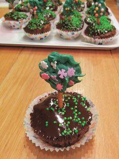 """קאפקייקס עצים לט""""ו בשבט Tree cupcakes for Tu Bishvat"""