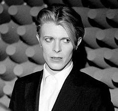 1975 - David Bowie as Thomas Newton in The Man Who Fell To Earth film David Bowie Starman, David Bowie Tribute, Tv Show Music, The Thin White Duke, Ziggy Stardust, Young Actors, Pretty Men, David Jones, The Man