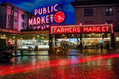 We spent our honeymoon in the Northwest, including a fun evening in #Seattle's Public Market. Even bought art there that hung in our kitchen for years.