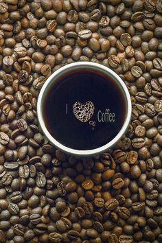 ...  أخاف أن ينتهي العالم  قبل أن نتشارك بـ كوبِ قهوة ..  | صباح الخير