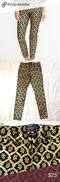 NWT Old Navy Pixie pants gold foil size 2 Hey, Fancy Pants! You need these.  Brand new with tags, beautiful pixie pants, black cotton spandex blend with gold foil pattern.  Size 2 regular. Mid-rise. Old Navy Pants