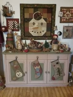 Quilt Stitching, Quilting, Vignettes, Decorations, Country, Holiday Decor, Home Decor, Scrappy Quilts, Primitive