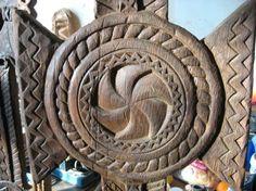 Romania redescoperita - Un site despre Romania si minunile ei Templer, Chip Carving, Design Case, Wood Wall Art, Romania, Traditional, Knights, Creative, Tattoo