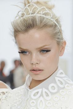 Frida Aasen   Backstage at Louis Vuitton Spring 2012