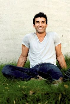Justin Baldoni from Jane the Virgin Jane The Virgin Rafael, Titanic, Model Tips, Justin Baldoni, Giving Up On Life, Raining Men, Hot Actors, Attractive People, Dream Guy