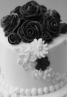 buttercream roses and royal icing flowers wedding cake