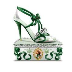 Southern Belle Style Collectible Gone With The Wind Shoe Figurine by The Hamilton Collection Gorgeous! Gone With the Wind collectors, as well as Shoe figurine Fancy Shoes, Me Too Shoes, Ceramic Shoes, Southern Belle Style, Shoe Room, Glass Shoes, Scarlett O'hara, Gone With The Wind, Shoes