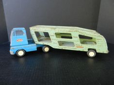 This one is farm fresh, folks! This is a two piece Tonka car carrier, from the 60s we believe. Clearly has a few miles on it and was enjoyed as all toys should be. What you see here is what you get so be sure to look at all the photos. Missing a headlight, the steering wheel is loose