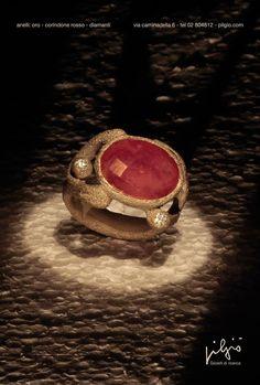 Pilgiò anello: oro bianco - corindone rosso - diamanti https://www.facebook.com/Pilgio/photos/pb.378869762138111.-2207520000.1430921389./971699319521816/?type=3&theater