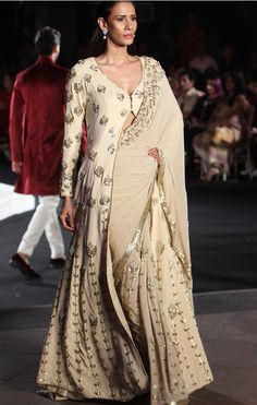 Manish Malhotra at Lakmé Fashion Week winter/festive 2016 Beige Outfit, Saree Draping Styles, Saree Styles, Anarkali, Lehenga Choli, Churidar, Sabyasachi, Sharara, Bridal Lehenga
