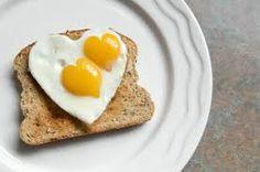 ovo frito com formato de coração