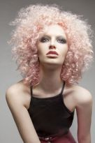 Süss & chic: Blonder Afro in Pastell