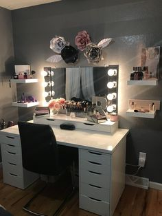 Room decor - 44 awesome teen girl bedroom ideas that are fun and cool 22 Cute Room Ideas, Cute Room Decor, Teen Room Decor, Easy Diy Room Decor, Wall Decor, Sala Glam, Vanity Room, Vanity Mirrors, Bedroom With Vanity