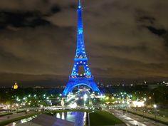 Empresa que opera a Torre Eifell contrata profissionais para atendimento a visitantes