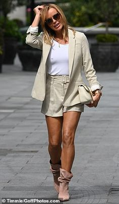 Amanda Holden, Gorgeous Redhead, Gorgeous Women, Beautiful Celebrities, Fashion Over, Love Fashion, Womens Fashion, Rachel Mcadams Legs, Bbc Presenters