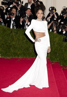 rihanna-white-stella-mccartney-crop-top-met-gala-2014.jpg