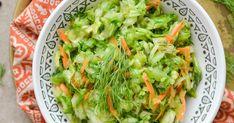 Surówka z młodej kapusty         Składniki :   młoda kapusta biała,  2 marchewki,  1 ogórek,  koperek,  sól,  pieprz,  2 łyżki oleju.   P... Lettuce, Cabbage, Vegetables, Food, Essen, Cabbages, Vegetable Recipes, Meals, Yemek