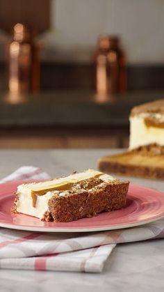Enjoy a slice of pie with a crumbly cookie crust, ice cream and a thick layer of dulce de leche hidden inside.