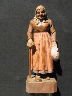 "B4373 Vtg Black Forest Hand Carved Wood Figurine of An Old Woman w Cane 7-1/4""H in Collectibles, Decorative Collectibles, Decorative Collectible Brands 