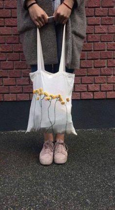 Trendy Embroidery Bag Free Crochet Source by Neubaue. - Trendy Embroidery Bag Free Crochet Source by NeubauerAnna Diy Broderie, Diy Kleidung, Diy Tote Bag, Tote Bags, Cotton Bag, Free Crochet, Crochet Tote, Moda Crochet, Crochet Eyes