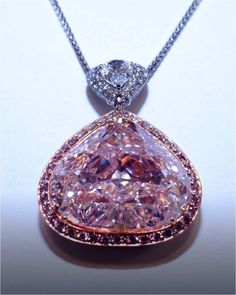 Natural Pink Diamond carats - Flawless - GIA : Lot 541 Rosamaria G Frangini Black Gold Jewelry, Pink Jewelry, Gems Jewelry, Diamond Jewelry, Gemstone Jewelry, Silver Jewellery, Diamond Pendant, Antique Jewelry, Vintage Jewelry