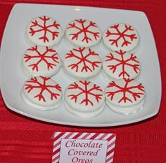 Peppermint Christmas Party Oreo Snowflakes #peppermint #oreo