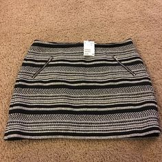 H&M Black and White Mini Skirt. Slim flit. I normally where a size 8 - 10 and this skirt is a little snug on me. This skirt would be great to dress up or down, and will be perfect for the upcoming seasons. H&M Skirts Mini
