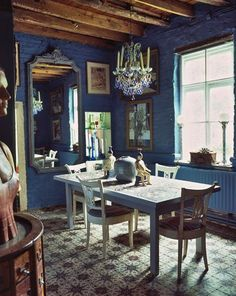 Yves Bosquet, sculptor and painter, resides in Waterloo, just outside Brussels, The house is a real gem : warm, full of precious objects.