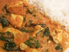 This slight adaptation of Jamie Oliver& favourite chicken curry is an easy homemade curry for the whole family. It& a perfect healthy midweek meal! Leftover Chicken Recipes, Yummy Chicken Recipes, Yummy Food, Delicious Recipes, Healthy Recipes, Entree Recipes, Indian Food Recipes, Food Network Recipes, Food Processor Recipes